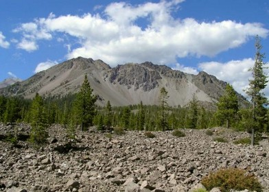 Chaos_Crags_lava_domes_in_Lassen_Volcanic_National_Park_California_USA