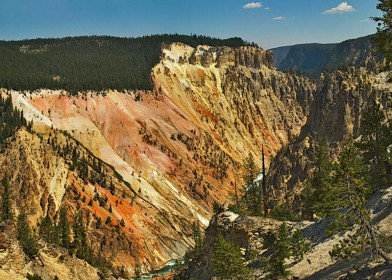 Painted_walls_in_canyon_van_de_Yellowstone_rivier